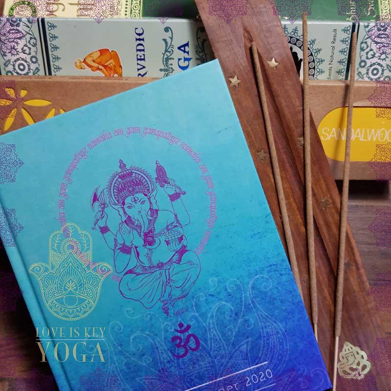 YOGA Kalender und Incense Set Anjali