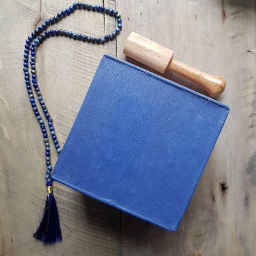 Klangschale Blaue Box